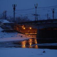 Мост над замерзающей рекой Уводью., Иваново