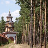 ворота храма сбоку, Саянск