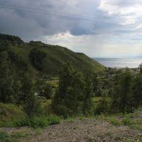5299-й км Транссиба. Посёлок Култук. Вверху видна петля железной дороги, Култук