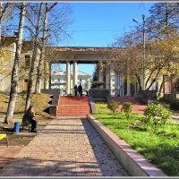 Park Exit to Lenin Sq.  Выход из парка на пл. Ленина, Ангарск
