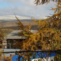 Сентябрь 2010: в городе осень, на горах зима, Бодайбо