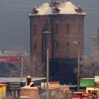Вид на старую двойную водонапорную башню и памятник Ленину, Тайшет, 21.12.2013, Тайшет