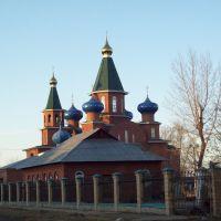 действующая церковь и строящийся храм, Усолье-Сибирское