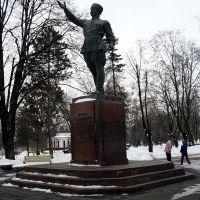 Нальчик. Памятник Беталу Калмыкову, Нальчик