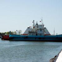 """Паром """"Nida"""" на внутригородской переправе через Морской пролив / The ferry """"Nida"""" on an intracity transfer line through Sea passage (09/05/2008), Балтийск"""