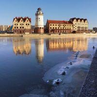 #12 Freezing Pregolya river in Kaliningrad. – Первый лёд на реке Преголе и гостиница Шкиперская в Рыбной деревне в Калининграде., Калининград