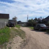 Справа дом родственников Ивана и Веры в д.Острые клетки., Березайка