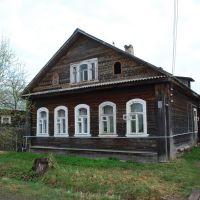 Вышний Волочёк. Старинный дом со следами резьбы на фронтоне, ул. Артюхина, Вышний Волочек