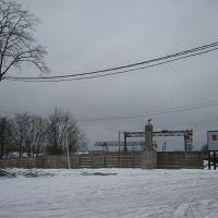 Стелла при въезде на территорию бывшего деревообрабатывающего комбината, Западная Двина