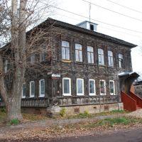 Кимры. Старый деревянный дом на углу улиц Луначарского и Карла Либкнехта, Кимры