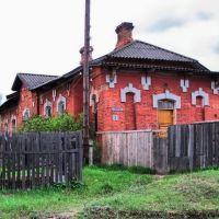 Старинное здание возле вокзала, Максатиха