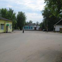 Центр посёлка (The centre), Пено