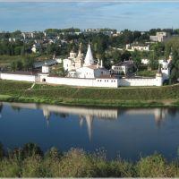 Монастырь в Старице. Вид с левого берега Волги., Старица