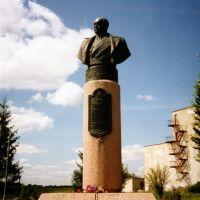 Бюст маршала М. В. Захарова, дважды Героя Советского Союза ,уроженца Старицкого р-на, Старица