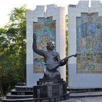 Памятник, посвящённый сказителям-джангарчи, воспевающих эпос «Джангар», Элиста