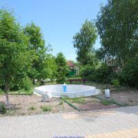 Фонтан возле школы, п. Еленский (08.06.2011), Еленский