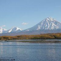 Kamtschatka, Fluß Avacha und der Vulkan Korjakski, Елизово
