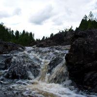 Остатки водопада Гирвас, река Суна после плотины у посёлка Гирвас, Карелия, Гирвас