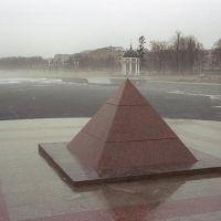 Пирамида на берегу Онежского озера / Pyramide at a shore of Onega lake (07/05/2005), Петрозаводск