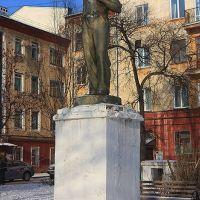 ул.Арочная: скульптура Рабочий; 25.11.2011, Кемерово