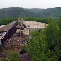 Зеленогорск. Недостроенная плотина ГЭС, Крапивинский