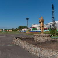 Статуя Ленина на стадионе «Шахтёр», июнь 2013, Прокопьевск