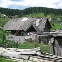 Dilapidated house in Alchok area., Таштагол