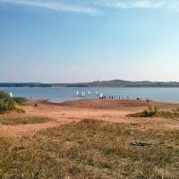 Старый пляж и лодки вдалеке, Белая Холуница