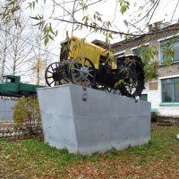 У бывшей школы №38 (ныне - Краеведческий музей), Зуевка