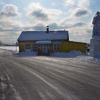 Продуктовый магазин и памятник на Урале, Кирс