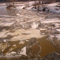 затор льдин у чащинского моста..congestion at the bridge of ice floes, Нолинск