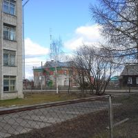 School and bank, Опарино