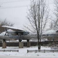 Самолёт-памятник, ул.Железнодорожная, Слободской