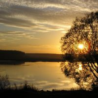 Закат над прудом, Тужа