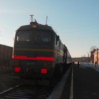 Тепловоз 2М62У-0354 с поездом Киров-Пинюг прибыл на станцию Юрья, Юрья