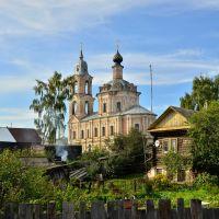 Церковь Воскресения (Варвары Великомученицы) - один из самых ярких и гармоничных барочных храмов Костромской области., Нерехта