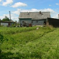 Оставленный в 2007 году родной дом семьи, вид с межника, Шарья