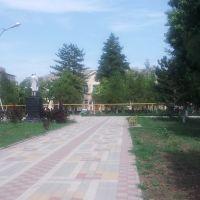 Сквер и школа №5 пос. Ахтырский, Ахтырский