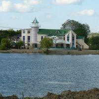 """Развлекательный комплекс """"Луксор"""" на озере (ныне перестроен), Горячий Ключ"""