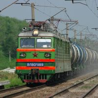 Electric locomotive VL80T-1189 with train on Orlovka stopping plathform, Калинино