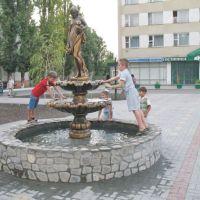 """перед гостиницей """"Кавказ"""" http://kropotkin23.ru/, Кропоткин"""