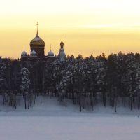 Купола Храма Михаила Архангела, вид с озера, Железногорск