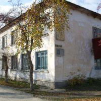 Катайск, дом с мемориальной табличкой на ул. Лопатина., Катайск