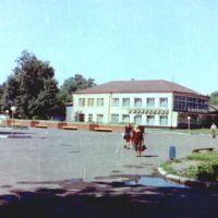 Универмаг поселка Поныри, Курской области, 1994 год, Поныри