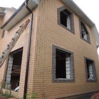 954. Дом уже имеет крышу, окна ..., Суджа