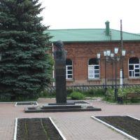 памятник великому русскому писателю Л.Н. Толстому, Лев Толстой