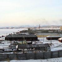 Вид на поселок с бывшей промбазы. п.Эвенск, апрель 2006 г. Фото В.Лахненко, Эвенск