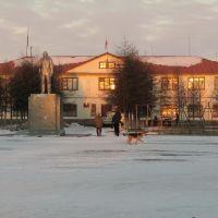 """п.Эвенск. Здание районной администрации (т.н. """"желтый дом""""), Эвенск"""