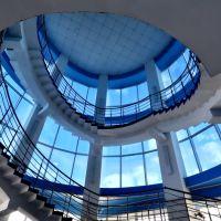 "Лестница торгового комплекса ""XXI век"", вид с площадки 2 этажа., Йошкар-Ола"