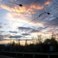 Ждем-с электричку, смотрим на облака (waiting for a train, observing skies), Апрелевка